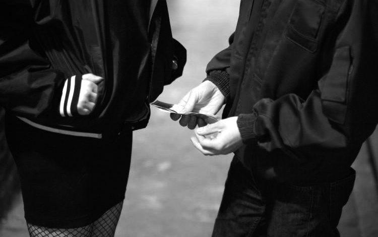 Αγοραίος έρωτας. Ποινικοποίηση των πελατών;