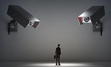 Η συνταγματικότητα της στρατηγικής <br/>παρακολούθησης των επικοινωνιών <br/>από εθνικές Υπηρεσίες Πληροφοριών